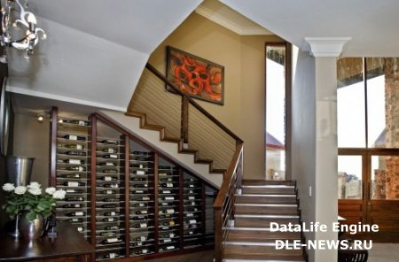 Для чего можно использовать нишу под лестницей?