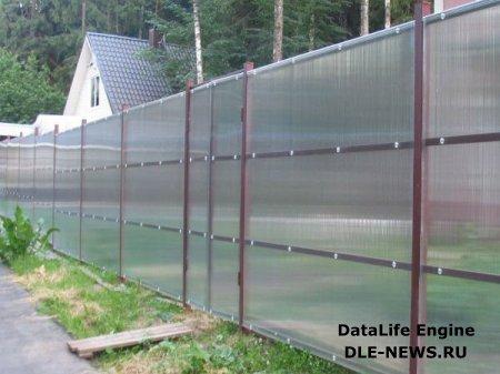 Забор из поликарбоната – красивый и практичный способ оградить свой участок