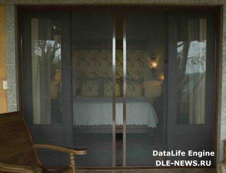 Москитная дверь в доме