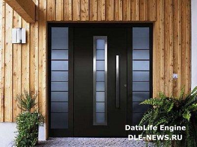 Входная дверь на даче: МДФ или натуральная древесина?