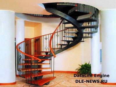 Винтовая лестница – украшение загородного дома