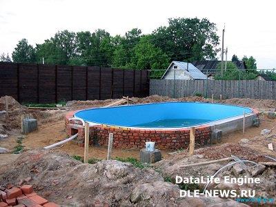 Создаем импровизированный пляж у домашнего бассейна