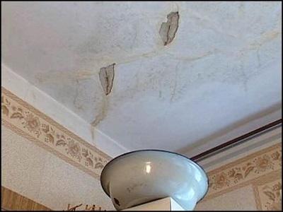 Устраняем последствия протечки на потолке