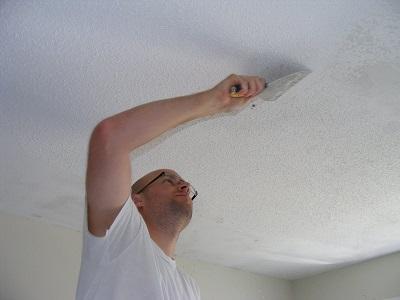 Способы очистки побеленного потолка