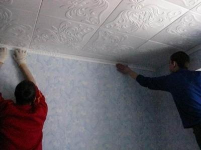 Правила монтажа пенополистирольной потолочной плитки