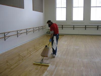 Чем окрасить деревянный пол