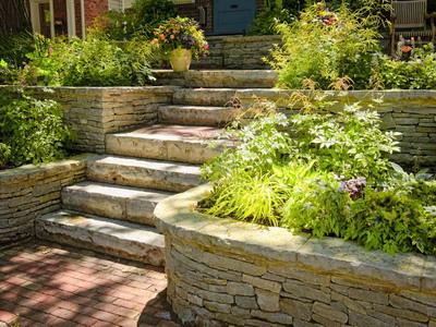 Разновидности и особенности садовых лестниц