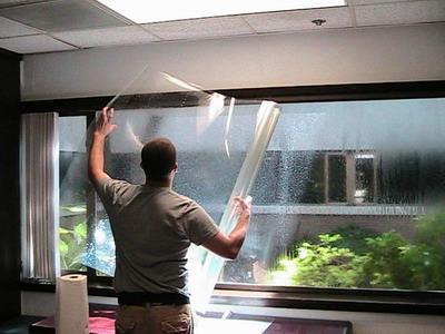 Как клеить пленки на окна