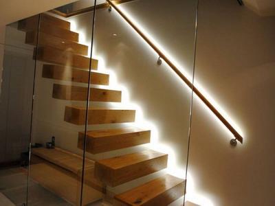 Освещаем лестницу: как выбрать тип подсветки и оборудование?