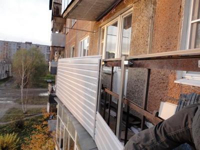 Облицовка балконного каркаса сайдингом