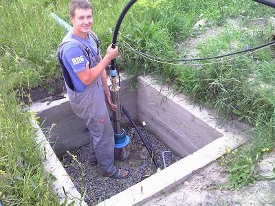 Установка насоса в скважину: на какую глубину опустить, подключение и замена