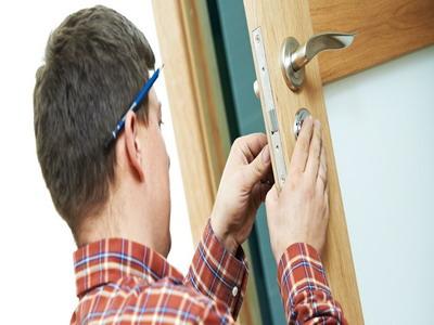 Установка межкомнатных дверей: точность и аккуратность