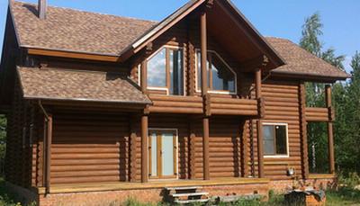 Лучшие материалы для строительства домов и бань – клееный брус и оцилиндрованное бревно