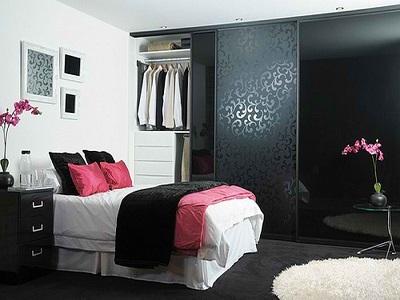 Шкафы-купе в интерьере дома