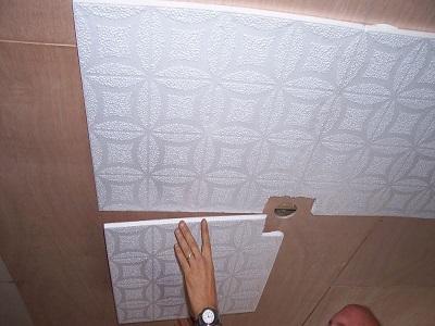 Наклейка потолочной плитки своими руками