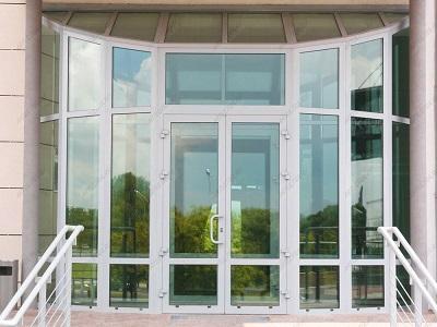 Входные пластиковые и алюминиевые двери - сравнение характеристик