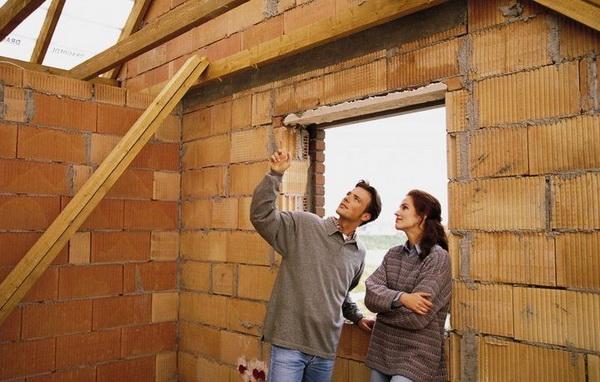 С чего начинается строительство дома своими руками