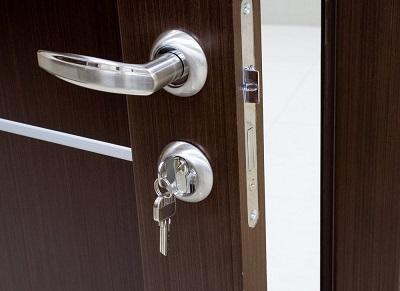 Замки и дверная фурнитура: особенности выбора